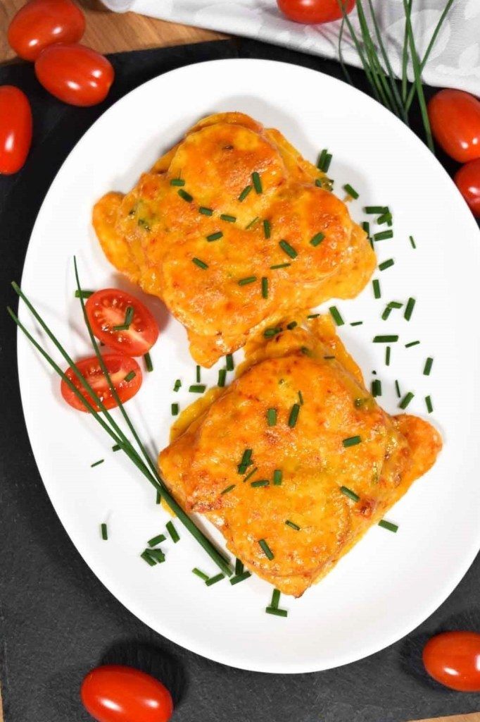 Überbackener Toast mit Tomaten und Käse-Kleine Mahlzeit-ballesworld