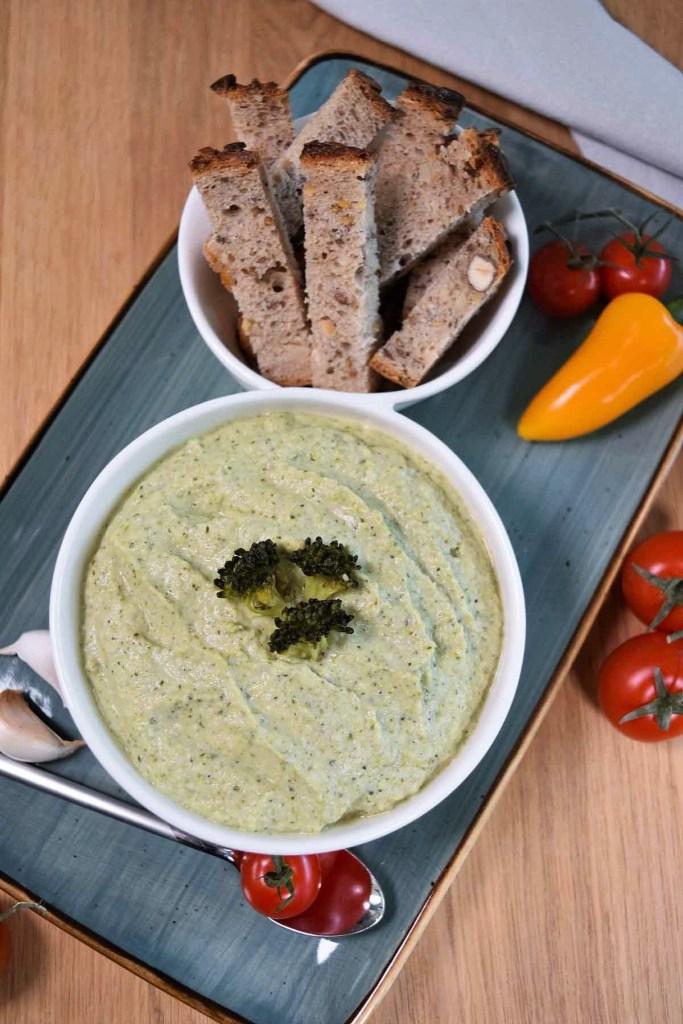 Brokkoli–Dip mit Sesam-Aufstrich-ballesworld