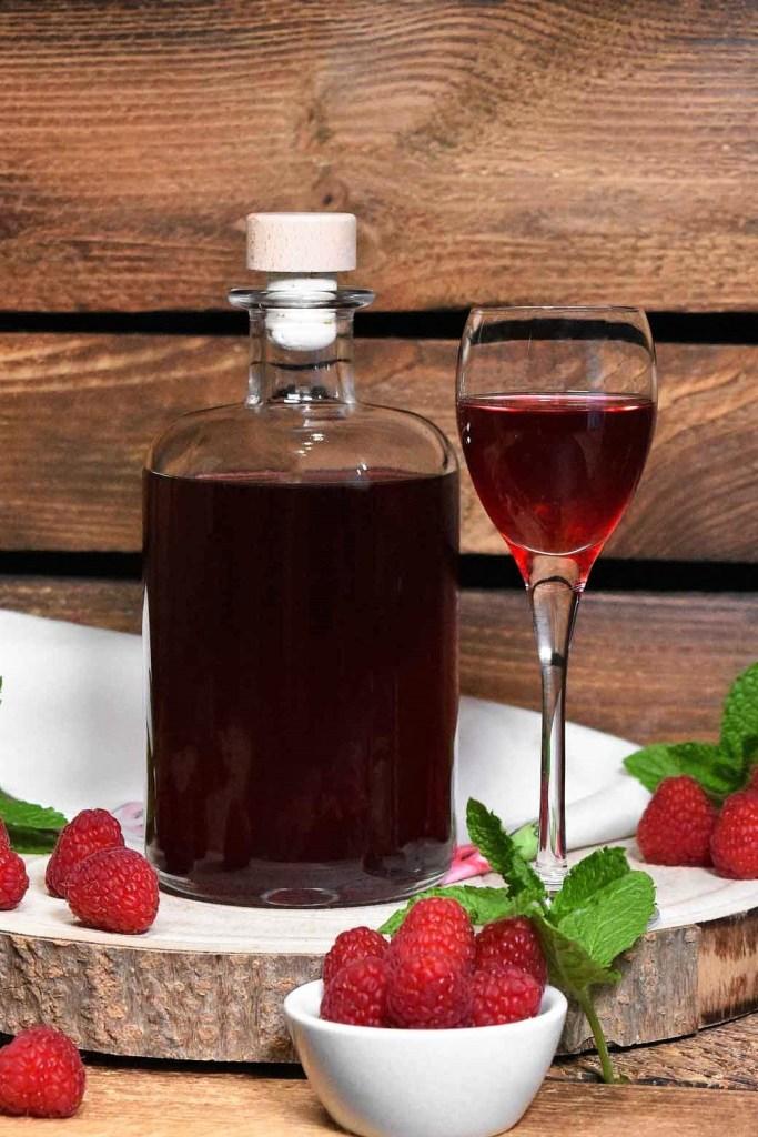 Hausgemachter Himbeer-Likör-Alkoholische Getränke-ballesworld