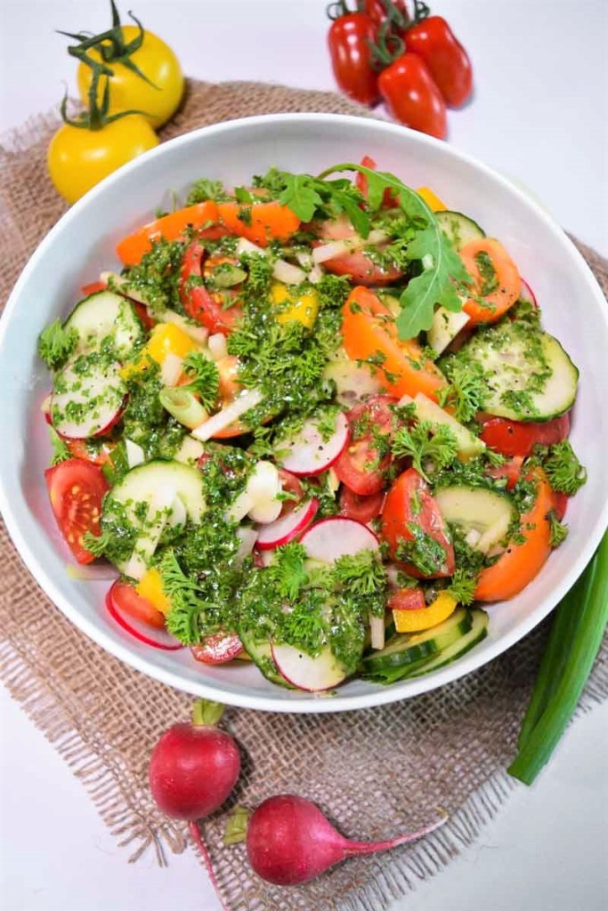 Bunter Salat mit Rucola Dressing-Gesund-ballesworld