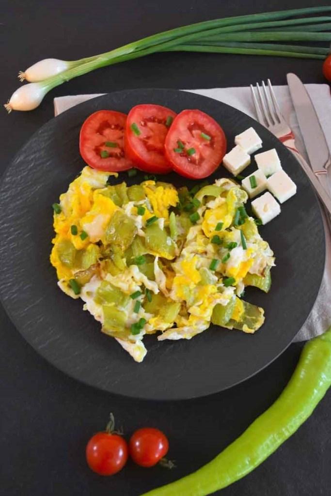 Paprika mit Ei nach mazedonischer Art-Vegetarisch-ballesworld