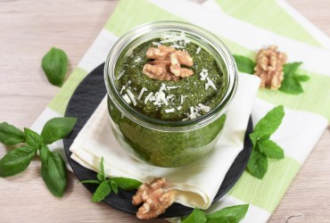 Basilikum-Minze Pesto mit Walnüssen-Rezept-ballesworld