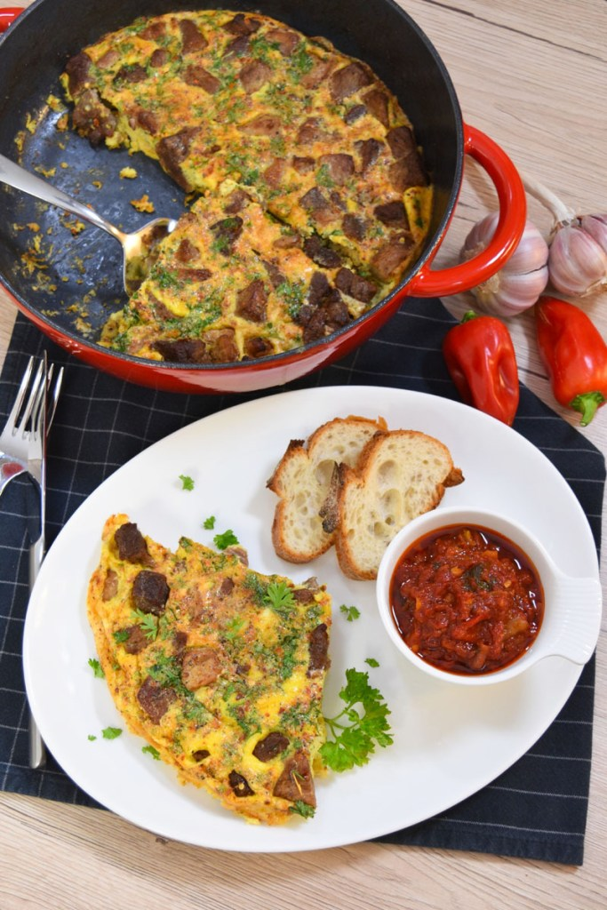 Gebackenes Fleisch mit Eiern nach mazedonischer Art-Mittagessen-ballesworld