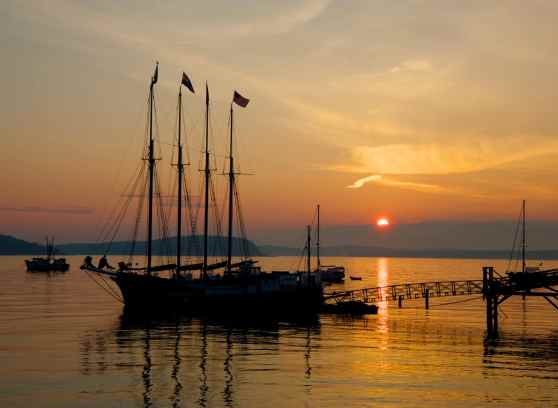 Bar-Harbor-Maine-sunrise-schooner-1