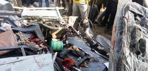 ट्रक की चपेट में आई स्कूली बस, 25 बच्चों की मौत