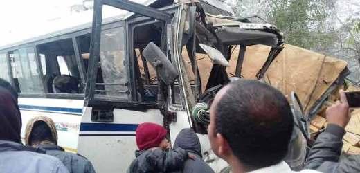 खलीलाबाद में ट्रक बस की भिड़ंत में आठ की जान गई