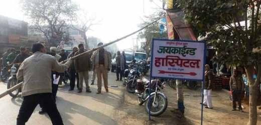 खुरहट बाजार में मऊ पुलिस ने किया फ्लैग मार्च