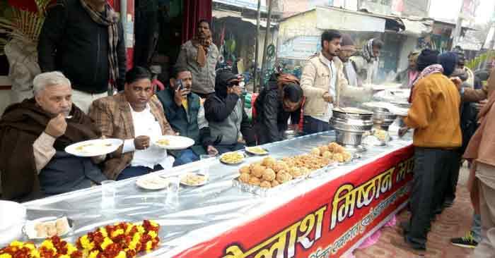 व्यवसायी ने आयोजित किया दही, चूड़ा व खिचड़ी का भोज