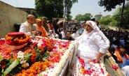 पूर्व पीएम अटल बिहारी वाजपेयी की अस्थियां हरिद्वार में विसर्जित