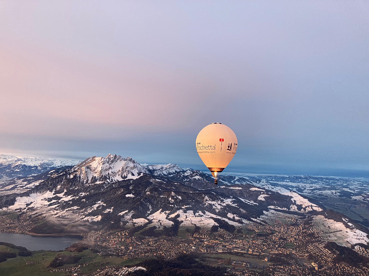 Heissluftballon neben dem Pilatus