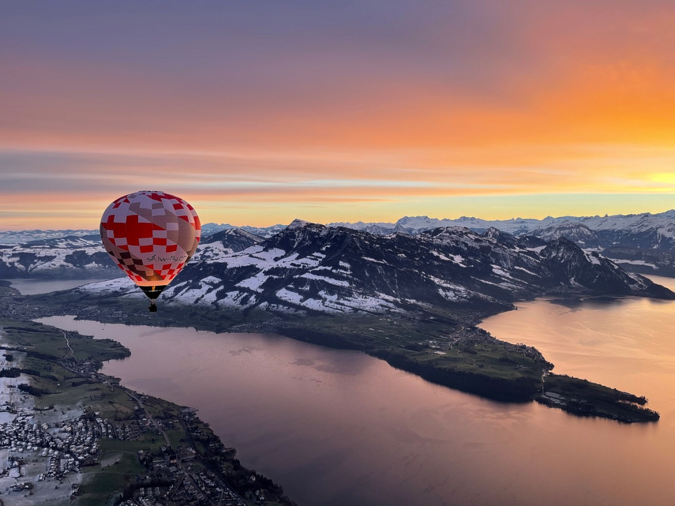 Heissluftballon über dem Vierwaldstätter See