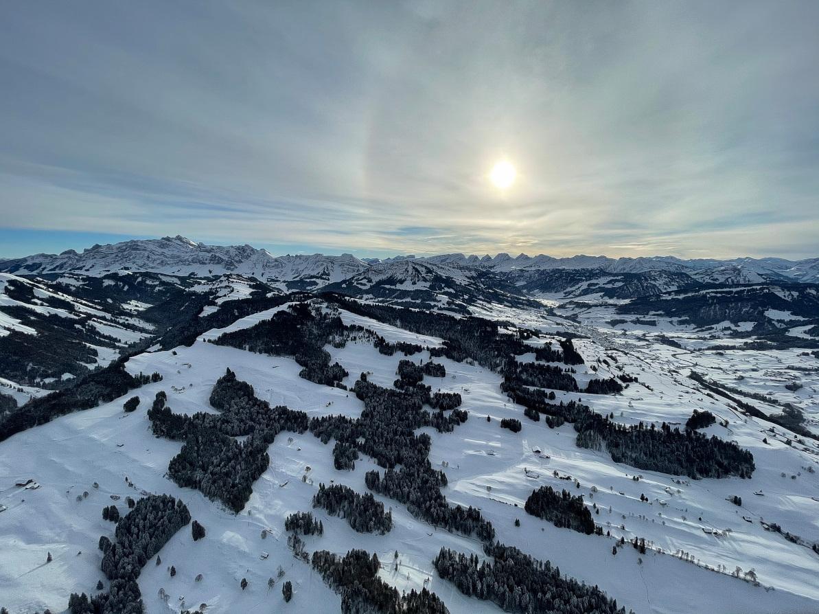 Blick aus einem Heissluftbnallon Richtung Alpstein mit Säntis