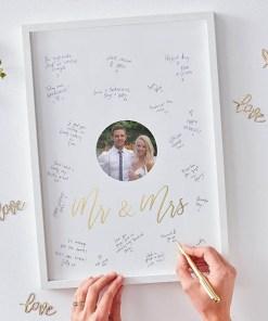 Fotorahmen Gästebuch, weißGolddruck Mr & Mrs, zum Unterschreiben, 22 x 44 x 2 cm, Beispielbild