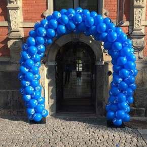 Ballonport opsat foran Børsen i København.