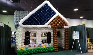 Wlk-thru balloon house, by Balloonoplis, Columbia, SC