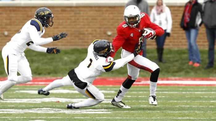 Jordan Williams stiff arms Toledo defender