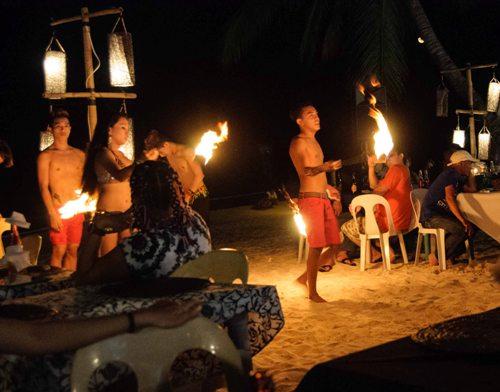 Fire Dancers điêu luyện