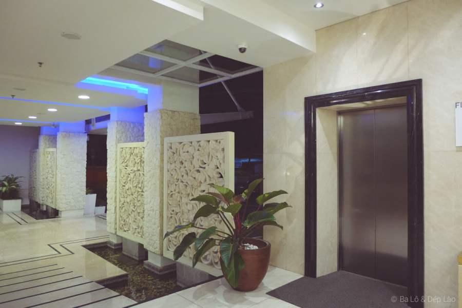 Hành lang bên trong khách sạn