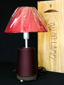 Lampada_Bobine_rosso_riciclo_creativo_ecodesign_rocchetto_upcycling_upcycled_lampade_ricaricabili_batteria_Balon_Lamps_Torino_Genova_Milano_Roma_design_idee_led