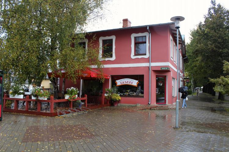Eklers -a good little cafe in Sigulda across the road from the train station. Photo by Gary J.