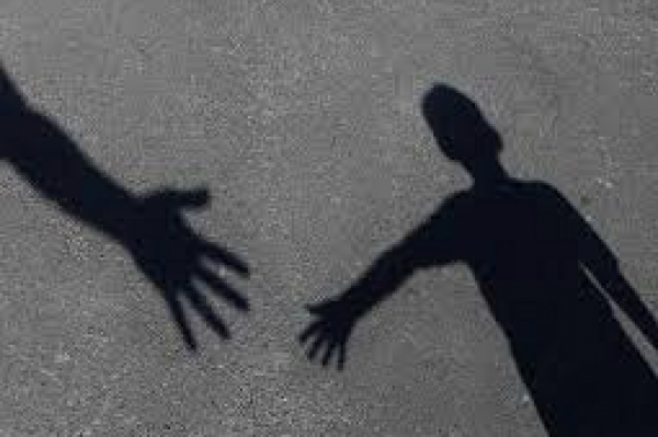 Дети плакали и прятались: у отца насильно отняли детей, чтобы вернуть в Англию