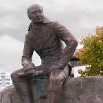 Жители Аляски выразили протест против переноса памятника основателю «Русской Америки»
