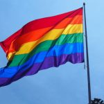 Латвийские защитники ЛГБТ вышли с протестами к посольству Польши в Риге