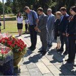 Сотрудники Дома Москвы в Сухуме почтили память советских воинов