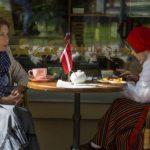 Рестораторы Старой Риги пытаются усадить за один столик побольше народу