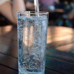 Профессор Андрей Демин рассказал, что вода способна помочь при отказе от курения
