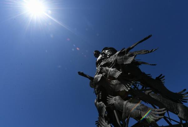Президенты России и Белоруссии открыли памятник Советскому солдату