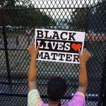 Бэнкси показал картину о протестах в США