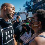 «Прославление полицейского беспредела»: темнокожие артисты обвинили Голливуд в поддержке белой расы