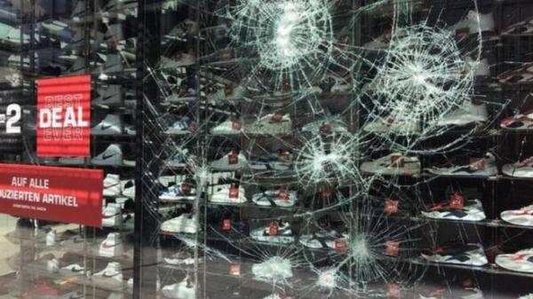 Беспорядки в Штутгарте. Разграбленные магазины и раненые полицейские после стычек с молодежью