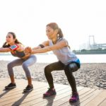 Как не забросить тренировки во время отпуска? Советы тренера, комплекс упражнений, видео