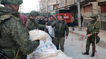 Российские военные доставили гуманитарную помощь в Сирию