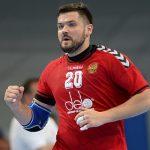 Российский призер Олимпиады испугался клещей и разгромил двор