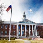 Вузы США просят суд заблокировать решение властей по визам иностранных студентов
