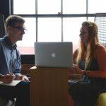 Разница в оплате труда мужчин и женщин медленно сокращается