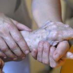 Эксперт об эвтаназии в Латвии: многие не готовы такому решению родственника