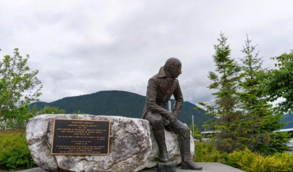 Памятник правителю русских владений на Аляске уберут из центра Ситки вопреки протестам