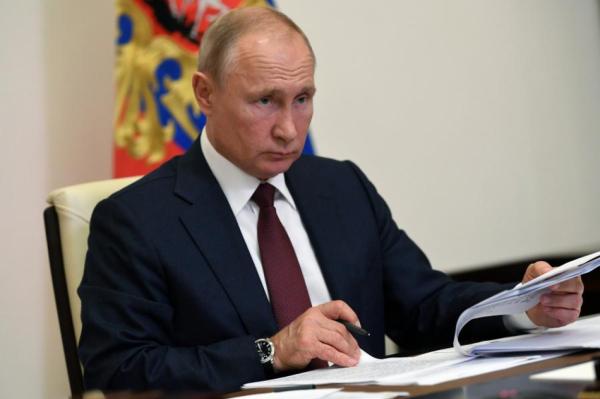"""Большинство проживающих в Латвии граждан России поддержали """"Конституцию Путина"""""""