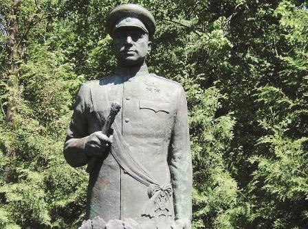 В России выразили возмущение осквернением советского памятника в Польше