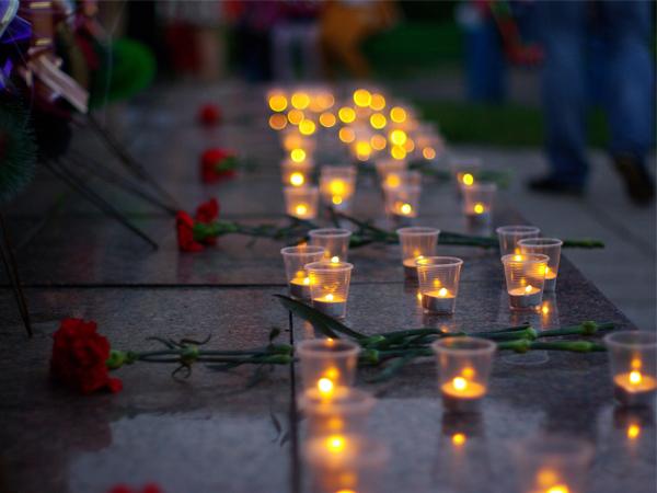 Временный мемориал в память о жертвах трагедии в Бейруте возвели в Петербурге