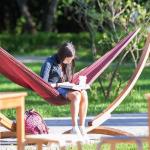 В московских парках открыты бесплатные летние читальни