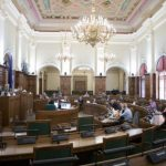 Опрос: недоверие латвийцев к рейтингам партий наивысшее с 2013 года