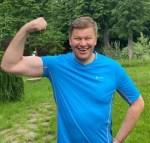 Дмитрий Губерниев в розовом парике пошутил о своем участии в «Евровидении»