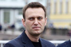 Навальный попал в реанимацию без сознания с подозрением на отравление