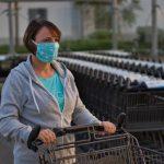 В правительстве обсуждают введение обязательного ношения масок