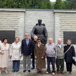Российские дипломаты и блокадники приняли участие в траурной церемонии по случаю 79-й годовщины начала блокады Ленинграда.